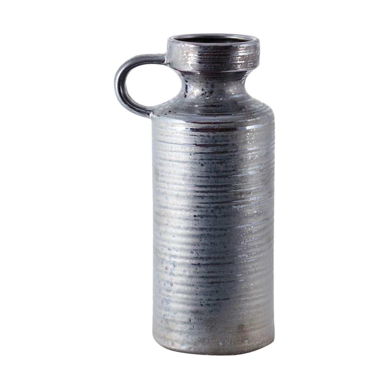 Deze grijsbruine vaas van house doctor is gemaakt van aardewerk en heeft een handvat. mooi ter decoratie op ...